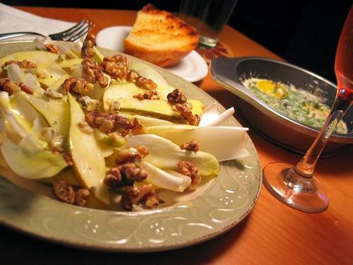 Endive_salad_and_baked_eggs_1